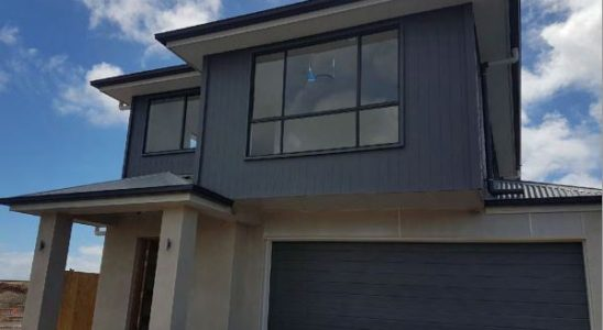 Brand New 2 Storey 4 Bedroom Family Home Finished and Ready to move into. Located in the new Stocklands Newport Development this Brick Home has Evrything you would desire.